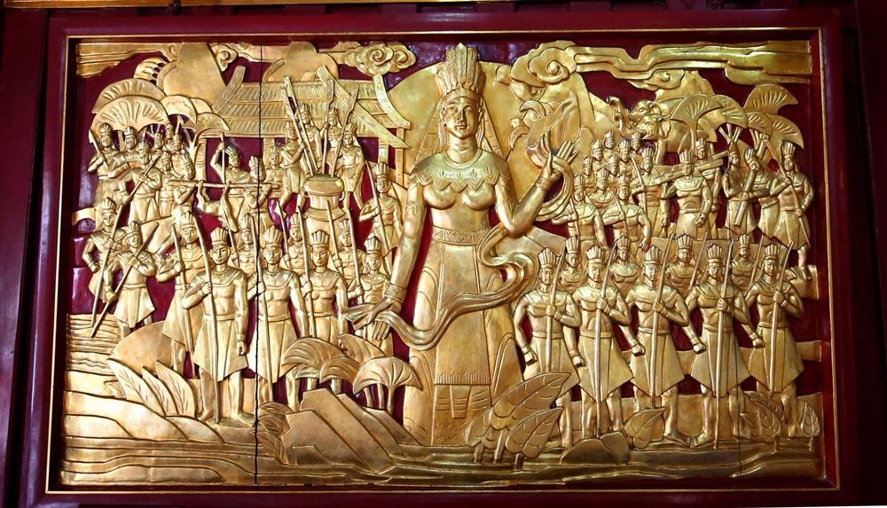Bức phù điêu Quốc mẫu Âu Cơ và 50 người con lên non.