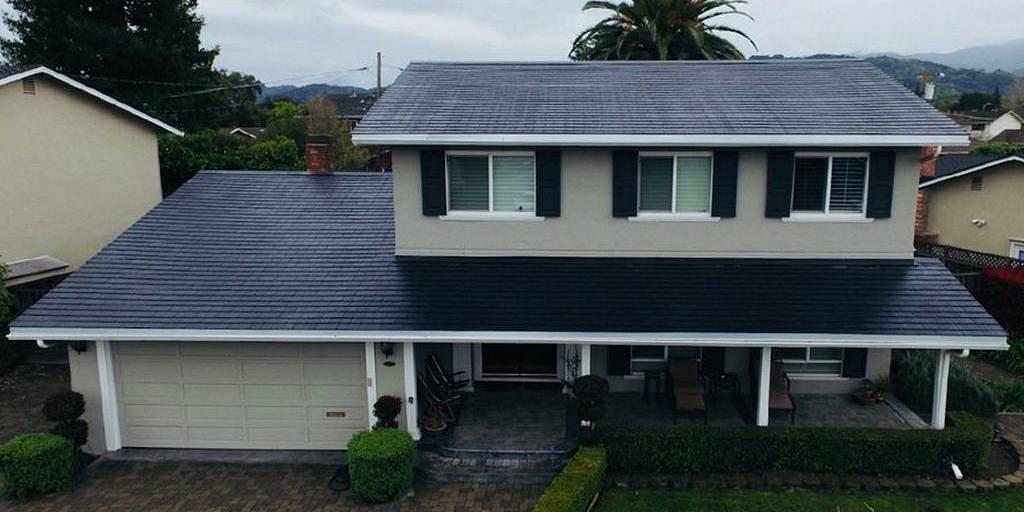Le premier toit solaire de Tesla est installé et entièrement fonctionnel