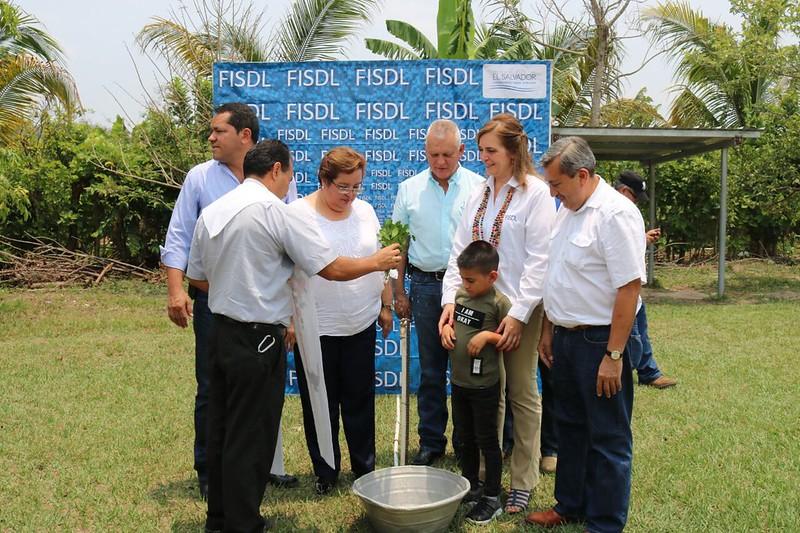20180411 245 familias del cantón Oratorio, Ilobasco, cuentan con agua potable en sus hogares