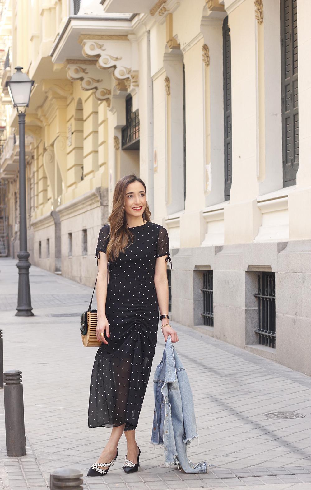 polka dot dress uterqüe jewel heels denim jacket outfit street style bamboo bag01
