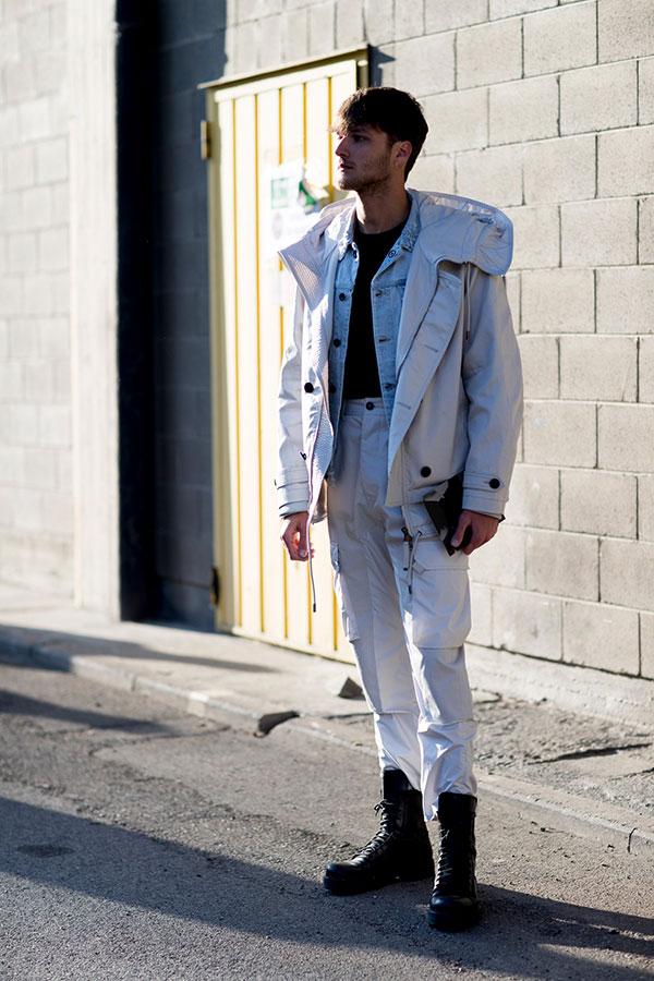 白ブルゾン×Gジャン×黒Tシャツ×白カーゴパンツ×黒レースアップブーツ