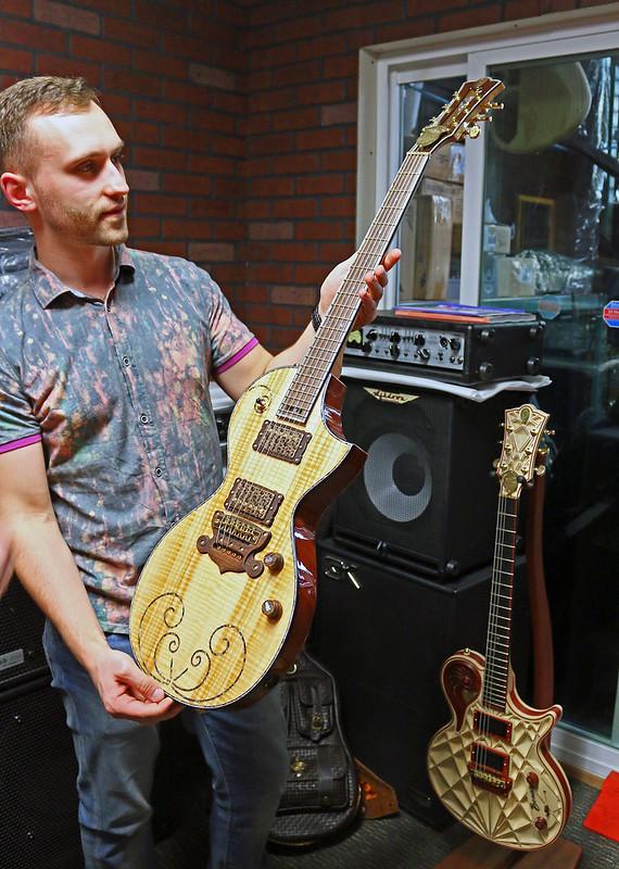 Universum Guitars - z Elena Renaissance (1)_Pavel
