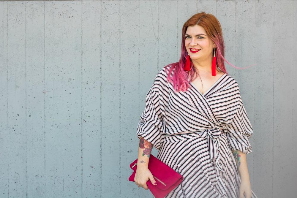 outfit plus size vestito a portafoglio e calze autoreggenti Milena Lingerie (7)