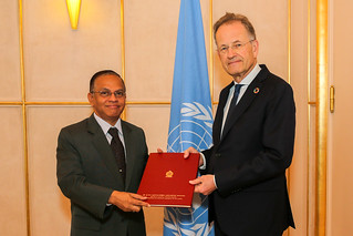 NEW PERMANENT REPRESENTATIVE OF SRI LANKA PRESENTS CREDENTIALS TO THE DIRECTOR-GENERAL OF THE UNITED NATIONS OFFICE AT GENEVA