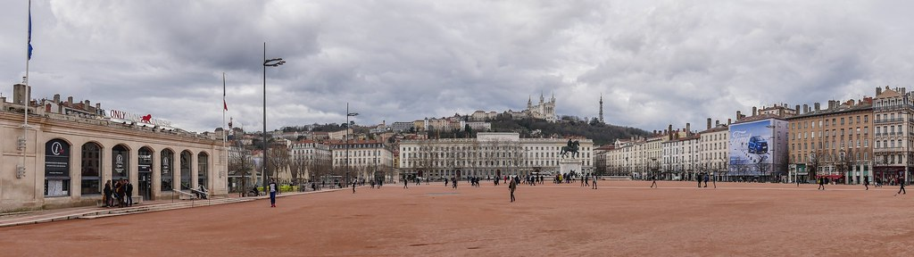 Place Bellecour, Lyon 39289728510_6bf5dc59b3_b