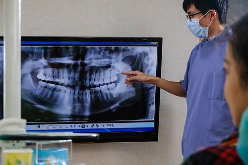 來高雄人本自然牙醫洗牙推薦葉俊佑醫師,洗牙不痛又仔細!