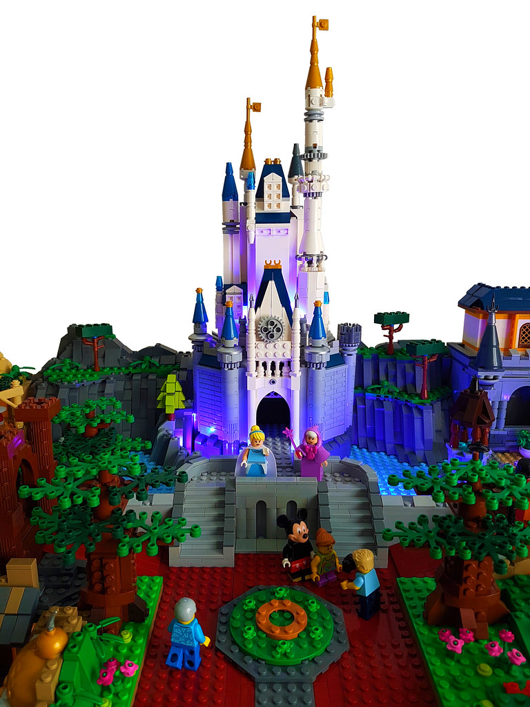 Lego Magic Kingdom Cinderella Castle