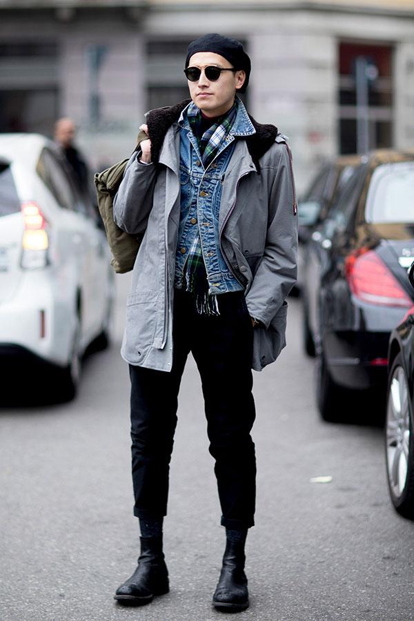 黒ベレー帽×ライトグレーフィールドジャケット×Gジャン×チェックマフラー×黒パンツ×黒ブーツ