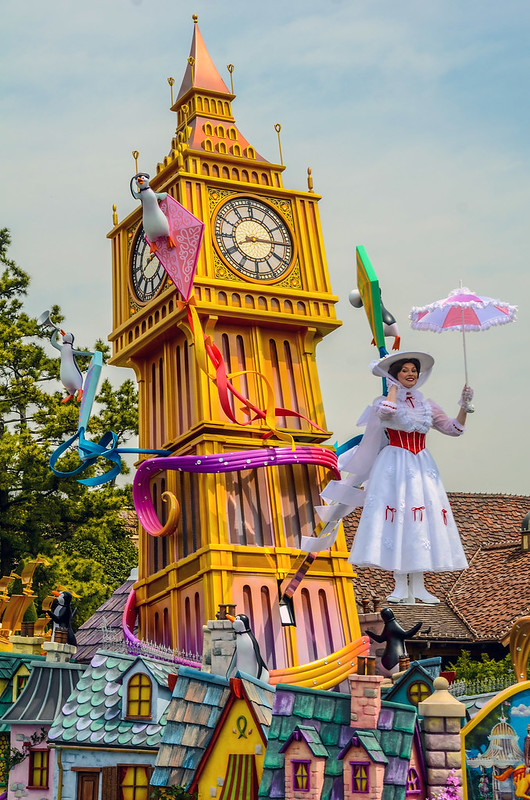 Mary Poppins float tall Dream Up TDL