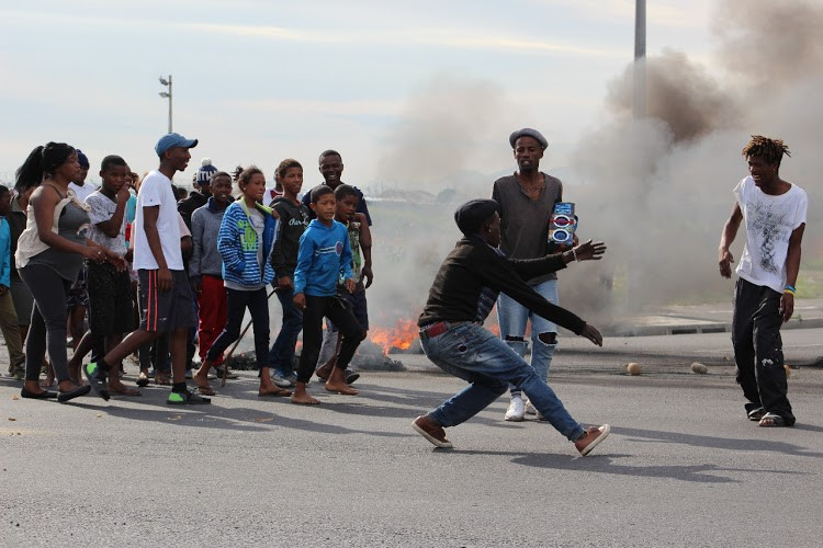 Pay protest closes key road in Cape Town