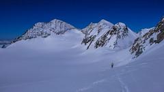 Podejście na szczyt Piz Palu 3900m od przełęczy Bella Vista 3688m.,  lodowcem Altipiano di Felleria. Pizz Zupo 3966m., przełęcz Zupo 3840m. i  szczyty Bella Vista 3922m. Paweł.