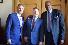 Rep. Sredzinski met with retired MLB pitcher and current YES Network analyst, Al Leiter, as well as retired Boston Celtics forward Cedric Maxwell to discuss legislation on the General Assembly calendar.