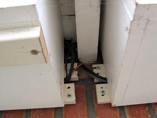 kabels vanuit de nestkasten gaan de gootbetimmering in, 20 november 2011