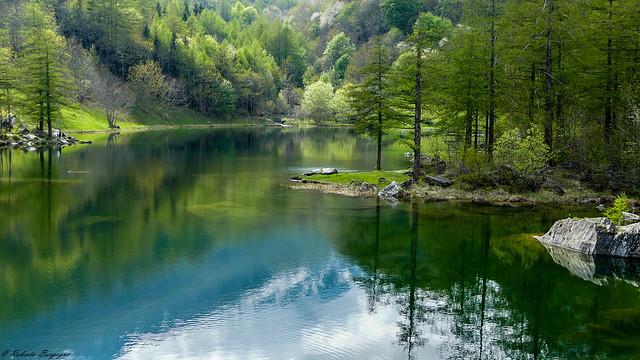 Piccolo lago alpino