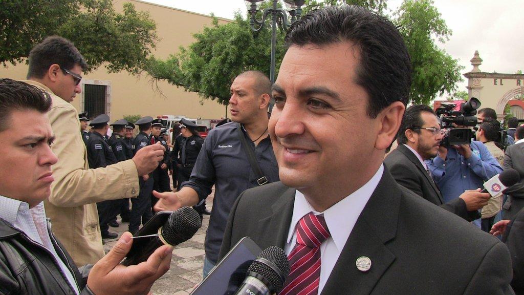 PÁG. 4 (1). Manuel El Meño Herrera, sus acreedores le están cobrando adeudos de la campaña de 2016 a través de lonas colocadas en varios puntos de la ciudad de Durango.