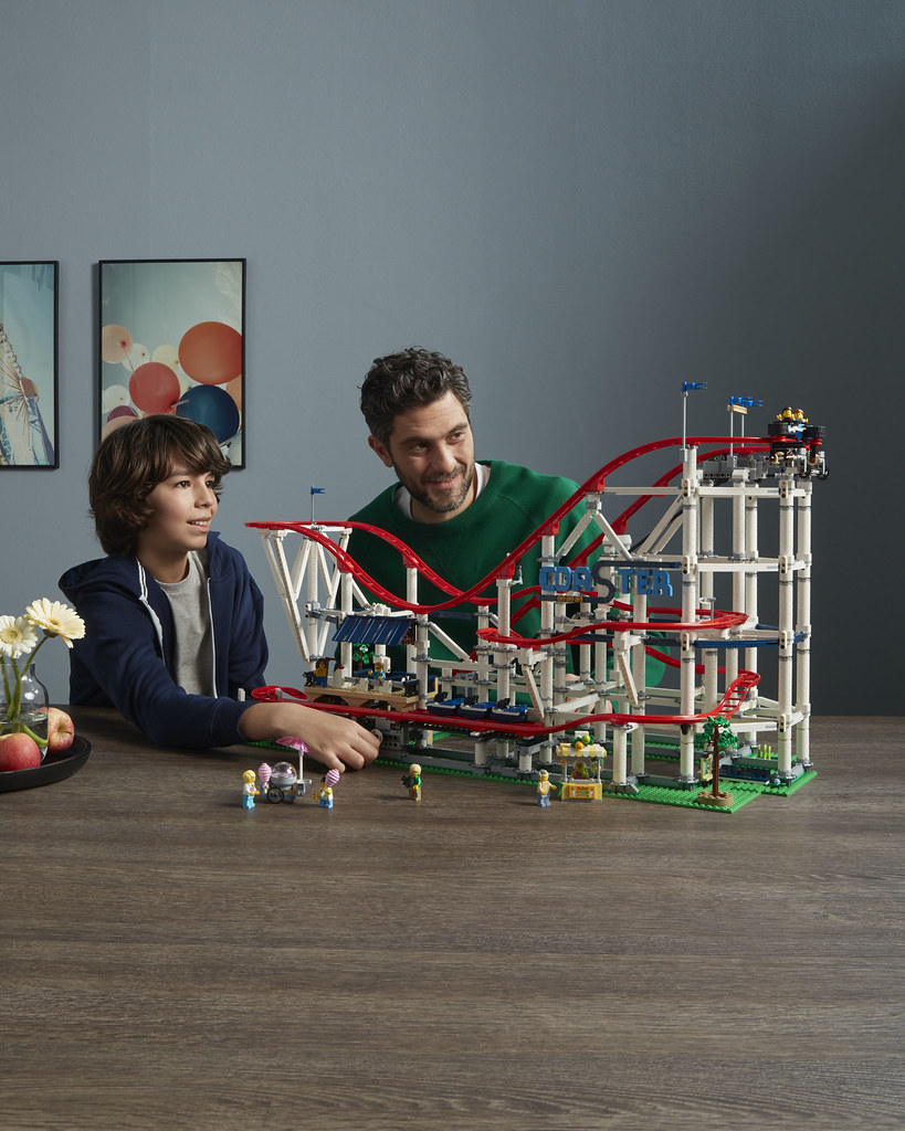 10261-LEGO-Creator-Expert-Roller-Coaster-Lifestyle-Playing