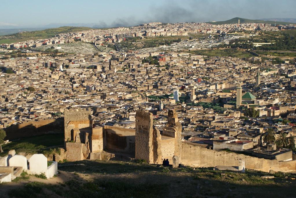 Vue sur la médina de Fès depuis les tombeaux Mérinides au nord de la ville.