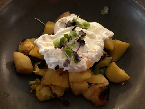 Poached eggs and country potatoes