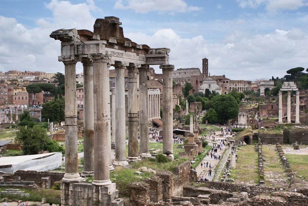 Temple de Saturne dans le Forum de Rome.