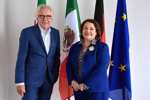 Ministro Dr. Stephan Holthoff-Pförtner y Embajadora Villanueva-2018-04-16 (1)