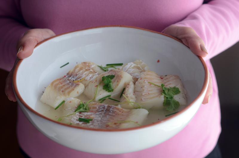 Bacalhau fresco escalfado com cuscuz de favas e pistácios
