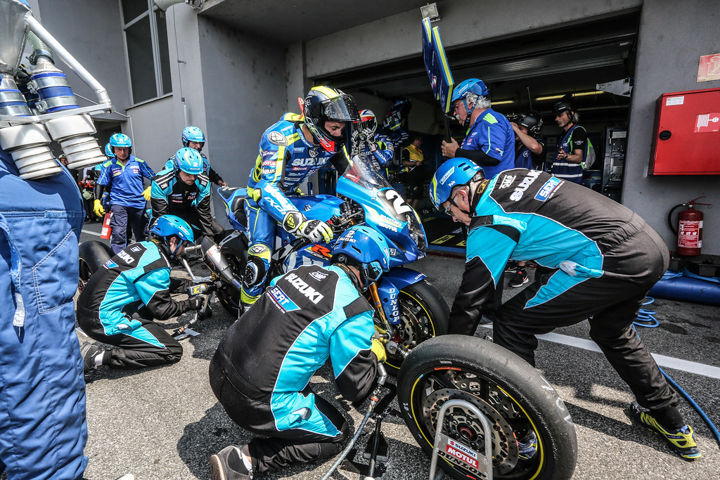 8,Heures,Slovakia,Ring,2018,Pit,Stop,N 2 Suzuki Endurance Racing Team,  Philippe Vincent,  Masson Etienne,  Black Gregg