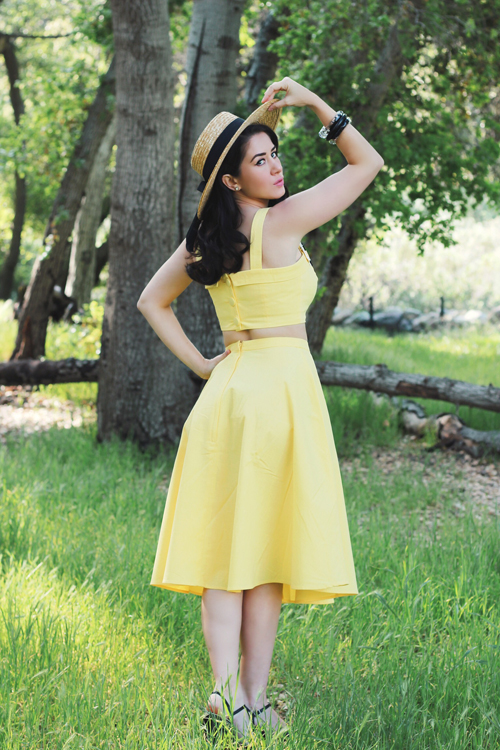 Collectif Vintage Giorgia Plain Top in Yellow Collectif Vintage Matilde Plain Swing Skirt in Yellow