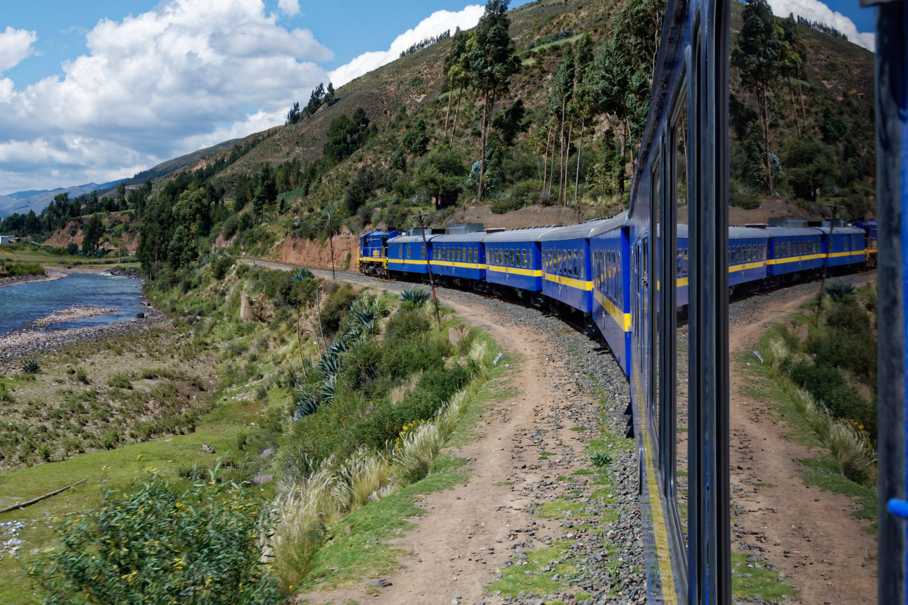 The Titicaca Train rounds a bend