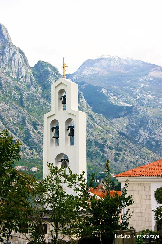 Фрагмент церкви  Св. Петра Цетинского со звонницей