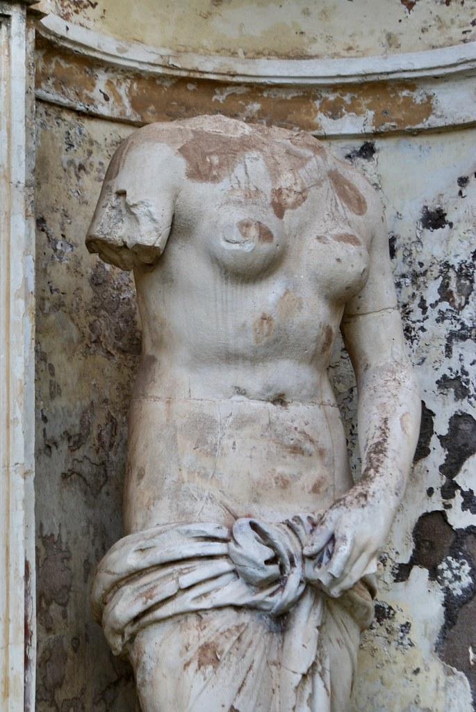 Statue dans les jardins de la Villa Doria Pamphili à Rome.