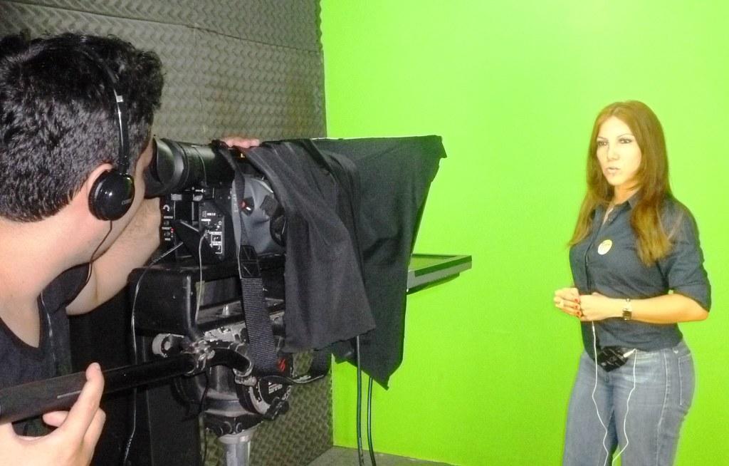 Retrovisor. Alberta Riker grava para programa político na TV