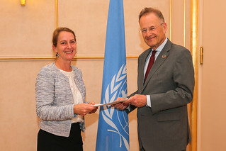 NEW PERMANENT REPRESENTATIVE OF AUSTRALIA PRESENTS CREDENTIALS TO THE DIRECTOR-GENERAL OF THE UNITED NATIONS OFFICE AT GENEVA