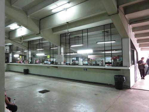 ロイヤルターフクラブ競馬場の1階の馬券売場