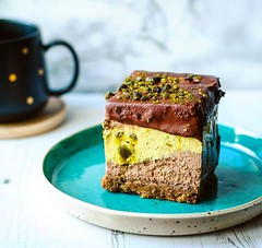 #Cheesecake with a #pistachio and #chocolate layer - how can I say no? From the one and only @sweettoothfactoryuk . Grab yourself some #cake ! They are @scfoodmarket this weekend. . . #breakfastlover  #igfood #foodgram  #buzzfeast #f52grams #feedfeed #for
