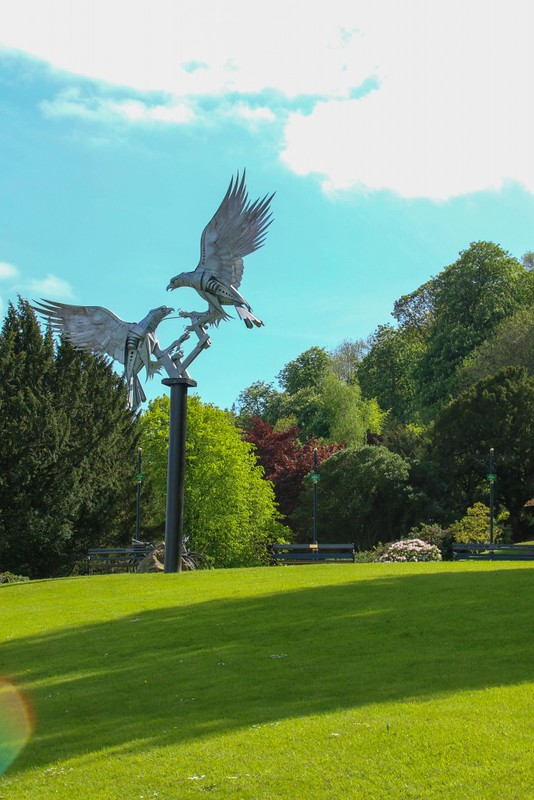 Great_Malvern_bird_statue