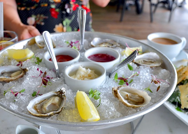 plate petal oysters