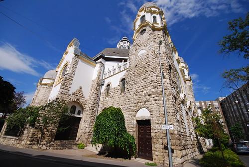 kőbánya budapest hungary synagogue formersynagogue artnouveau architecture building onthecorner