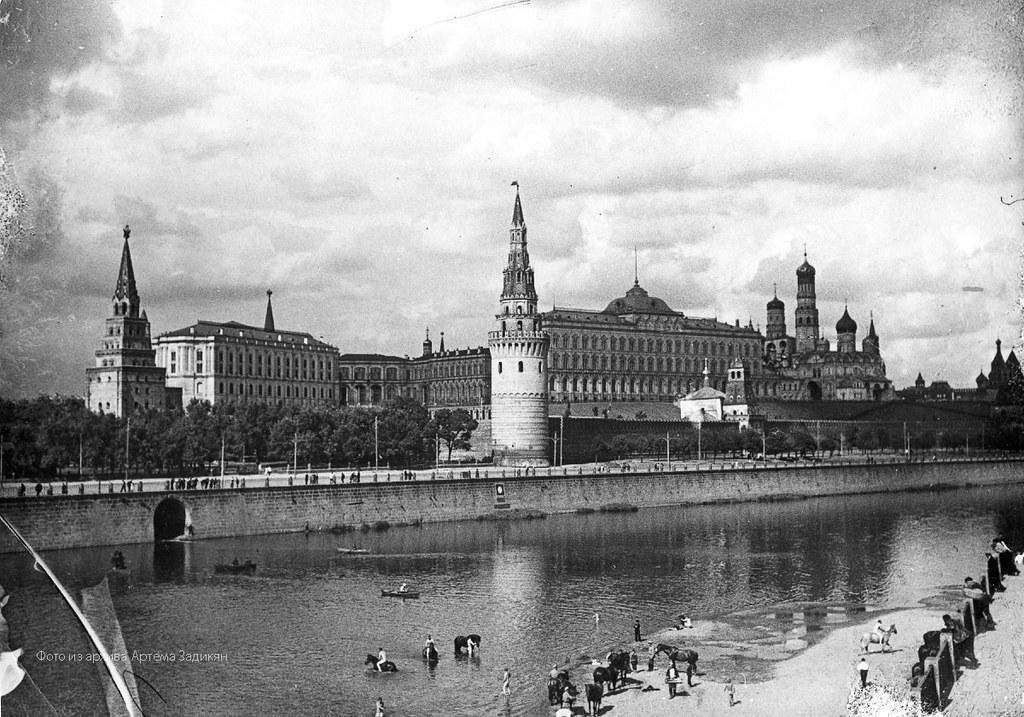 Купание коней у стен Кремля. 1911-1917