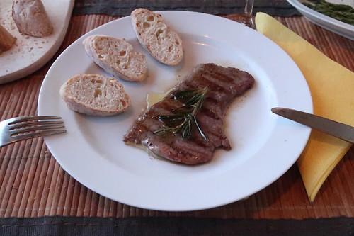 Minutensteak vom Frecklinghof mit Rosmarinbutter und frisch gebackenem Baguette