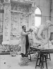 Paul Cruet au travail (Musée français de la Carte à jouer, Issy-les-Moulineaux)