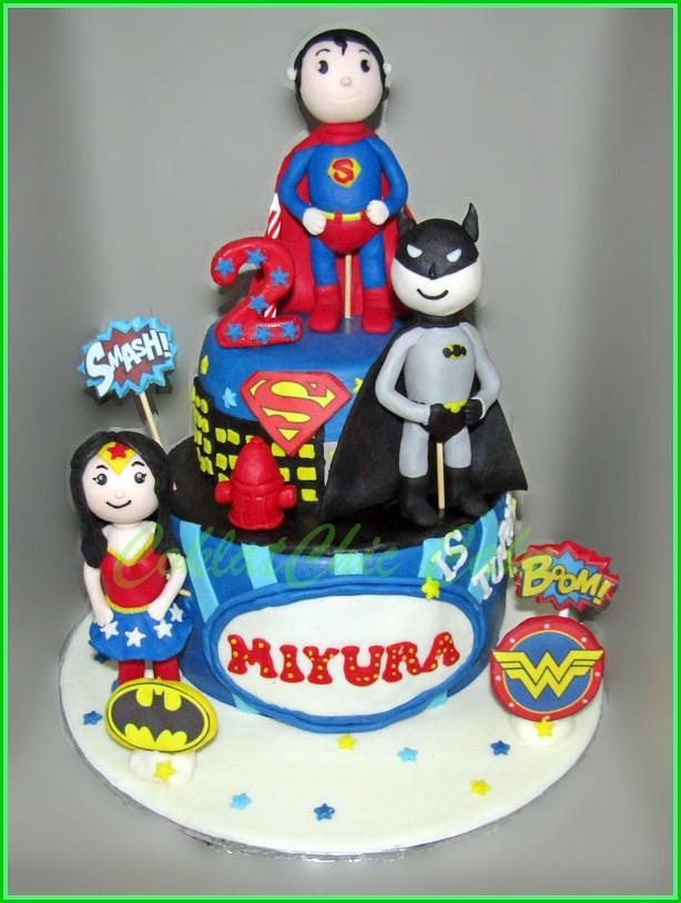 Cake Superhero MIYURA 15 cm dan 12 cm