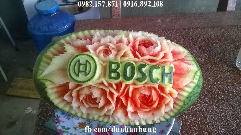 Dưa hấu cắt tỉa logo thương hiệu Bosch