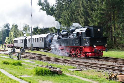 94 1538 verlässt den Bahnhof Rennsteig nach Schleusingen
