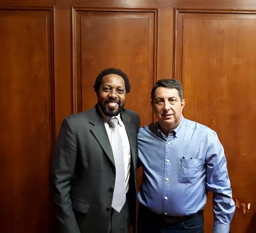 MUNICÍPIO DE VALENTIM GENTIL - PREFEITO ADILSON SEGURA. Em reunião com o assistente técnico de gabinete Claudio da Silva