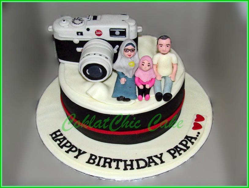Cake Family with Camera LEICA M10 PAPA  15cm