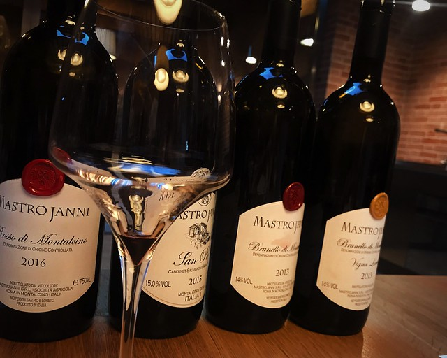wine-tasting-montalcino-cr-ciutravel