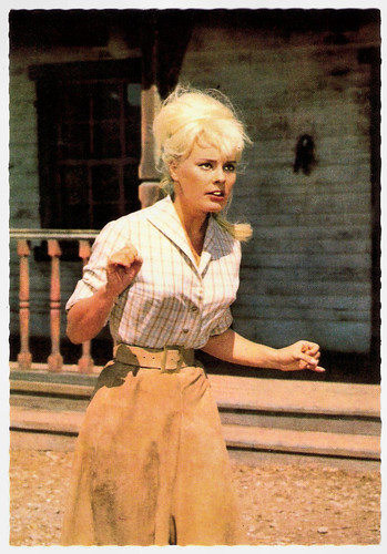 Elke Sommer in Unter Geiern (1964)