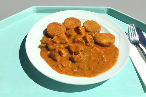 Pork bell pepper cream goulash wih potato cookies / Paprikarahmgulasch vom Schwein mit Kartoffelplätzchen