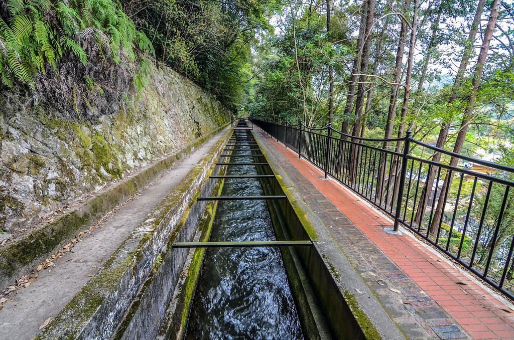 Nanzen-ji aqueduct down middle