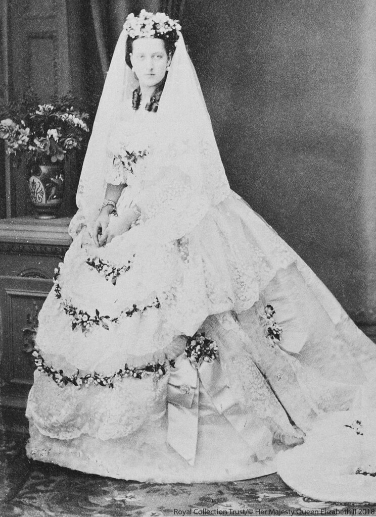 Line Drawing Of Queen Victoria : Royal wedding dresses